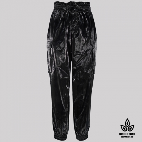 Lightweight Trousers with Cargo Pockets and Sretchy Waist in shiny Black